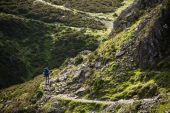 A woman hiker in the Lake District. — Stock Photo