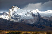 Picturesque view of snowy mountain peaks — Stock Photo