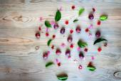 Red grapes with flowers — Stock Photo
