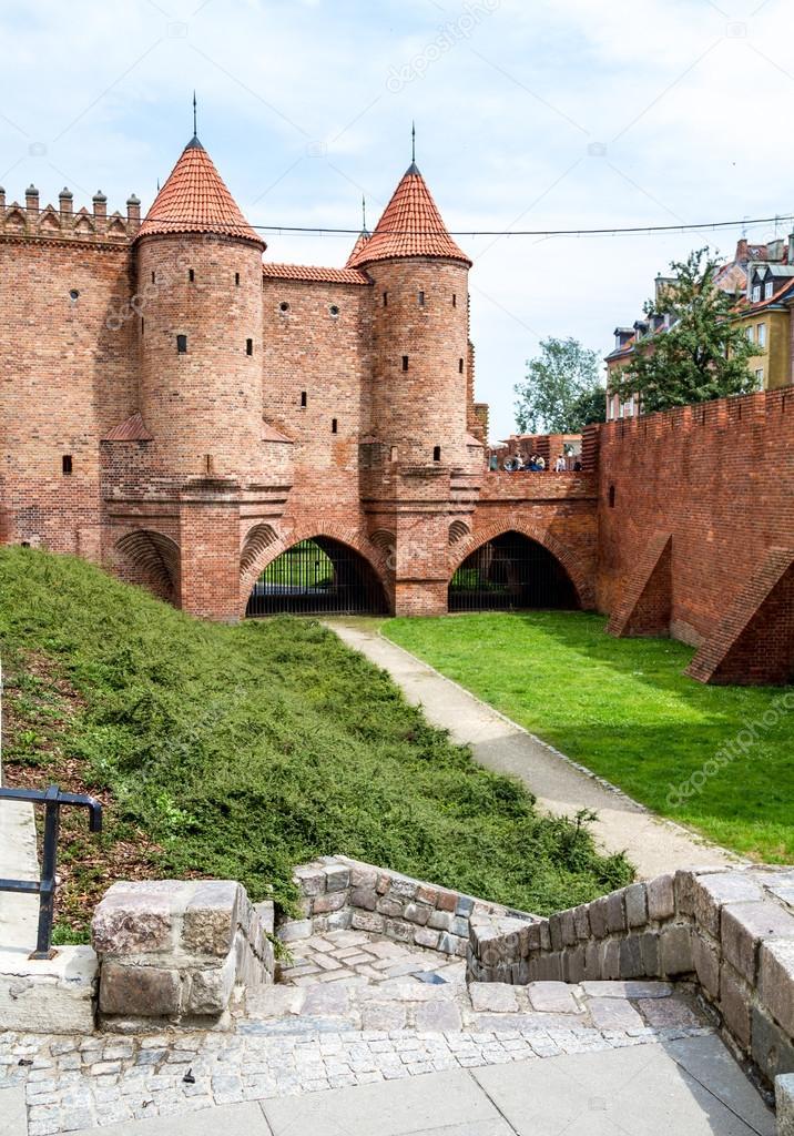 Castello medievale con torri difensive a varsavia polonia for Piani di casa castello medievale