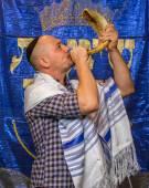 Rosh-ha-Shana sound the shofar September 25, 2014 — Stock Photo