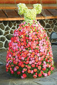 Dress of Roses Near the palace of marriage — Stock Photo
