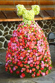 Dress of Roses Near the palace of marriage Many Different roses — Stock Photo