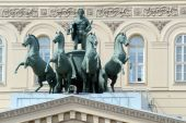 Quadriga bronze work of Peter Klodt. The theater square — Stockfoto