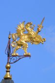 Coat of arms of the Romanov Boyars golden griffin with sword on the steeple  Heat — Stock Photo