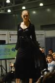 Moscow Traffic 5th International Exhibition of underwear, beachwear, home wear and hosiery Lingrie Expo Young beautiful brunette woman in a black nightie and black robe — Stock Photo