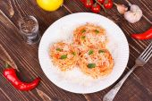 Italian pasta with tomato sauce, cheese and mint — Stock Photo
