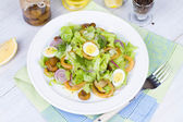 Fresh salad with mushrooms, squid and quail eggs — Stock Photo