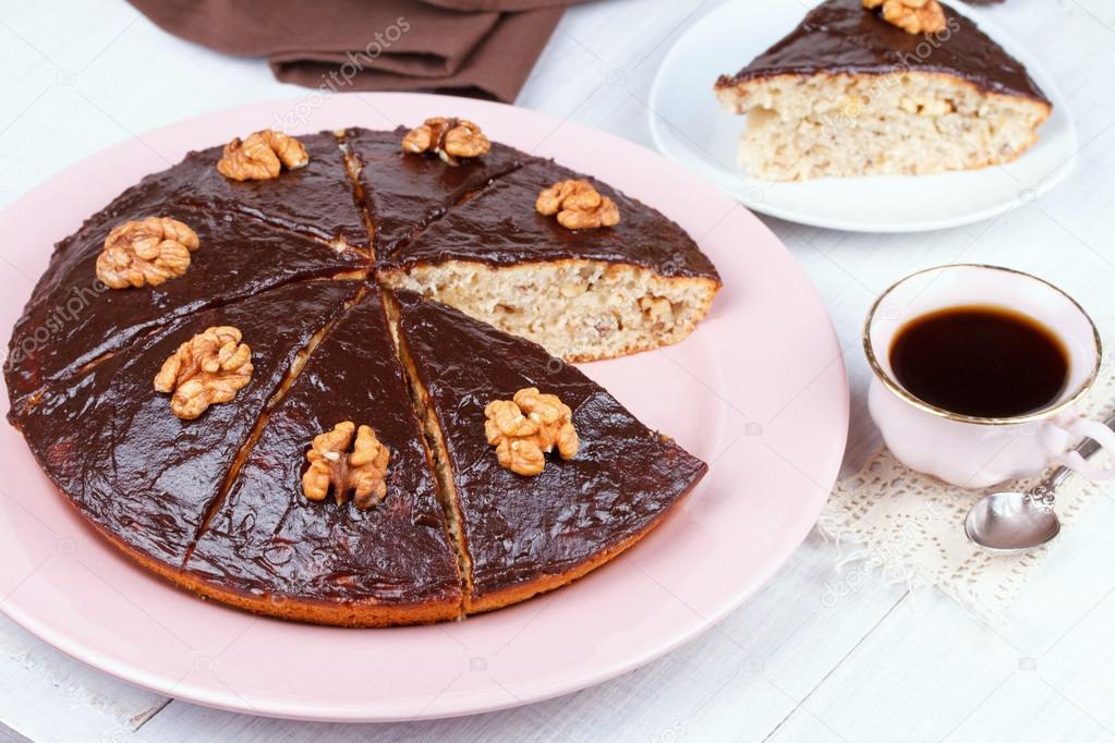Пирог с грецкими орехами и медом