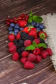 Strawberries, blueberries, blackberries, raspberries and currant — Stock Photo