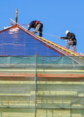 Roofers are working — Stock Photo