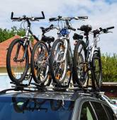 Bicycles on the top of a car — Stock Photo