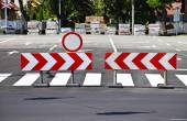 Arrow road signs at the end of the road — Stock Photo
