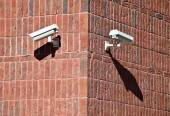 Security cameras on the wall of an office building — Stock Photo