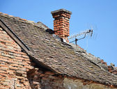 Old run down house roof — Stock Photo