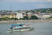 Tourist boat on the river Danube, Budapest city, Hungary — Stock Photo