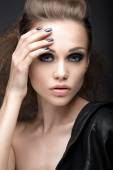"Beautiful girl in leather jacket with bright makeup and manicure ""Cat's Eye"". Beauty face. Nail Design. — Foto de Stock"