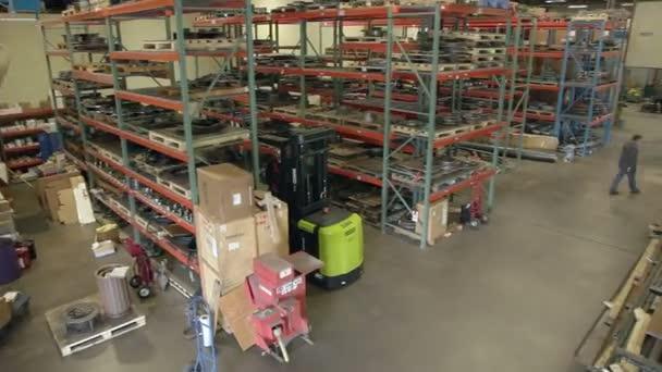 Massive warehouse interior — Vidéo