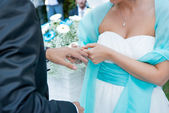 Bride puts the ring on groom's finger — Stock Photo