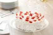 Cake with whipped cream — Stock Photo