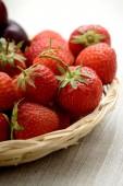 草莓篮子 — 图库照片