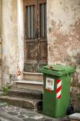 Garbage can outside — Stock Photo