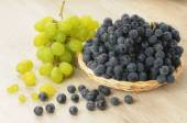 Bunch of black and green  grapes — Stock Photo