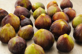 Figs on wooden tray — Stock Photo