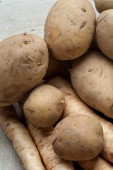 Raw potatoes on a table — Stock Photo