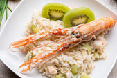 Risotto with prawns and kiwi — Stock Photo