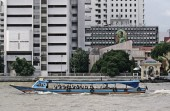 Transportation with a boat in the Chow Phya River — Stock Photo