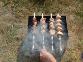 Rest and shish kebabs outdoors — Foto de Stock