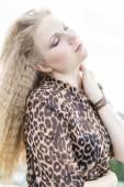Girl in leopardovom dress . — Photo