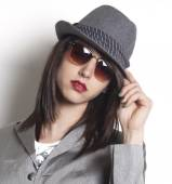 Gangster woman wearing a hat and looking — Stock Photo