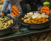Spring rolls and crab claws exposed in Camden Town — Stock Photo