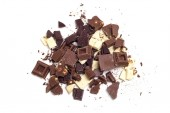 Broken chocolate assortment — Stockfoto