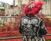 English lady wearing a pearly jacket — Stock Photo