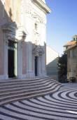 Piazza della Concordia and church in Albissola Marina, Liguria — Stock Photo