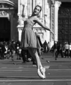 Classical dancer near Milan Cathedral Square black and white — Stock Photo