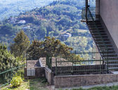 House with Langhe landscape view in Piedmont, italy — Stock Photo