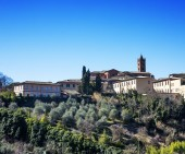 Siena distant glimpse in sunny Winter day — Stock Photo