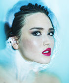 Beautiful model portrait in the bathtub — Stock Photo