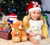 Young girl is under the Christmas tree — Stock Photo