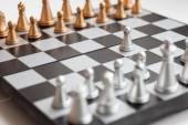 Schachbrett mit Figuren — Stockfoto