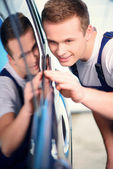 Car mechanic at the service station — Stock Photo