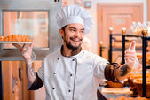 Handsome cook in the kitchen — Fotografia Stock