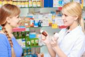 Pharmacist and a customer choosing medicine — Stock Photo