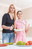 Mother and daughter cooking salad — Stock Photo