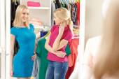 Shopper speaks to shop stylist in a store — Stock Photo