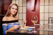 Woman in a restaurant shows thumb up — Stock Photo